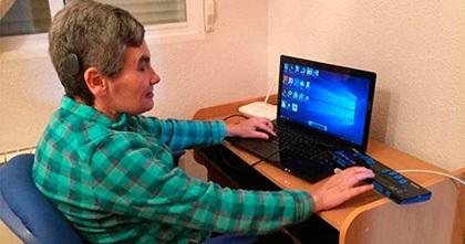 The deafblind writer María Jesús Cañamares wins the 2020 European Writing Contest on Braille